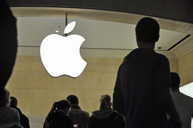 Apple fans may soon be flocking to stores to pick up an Apple smartwatch.