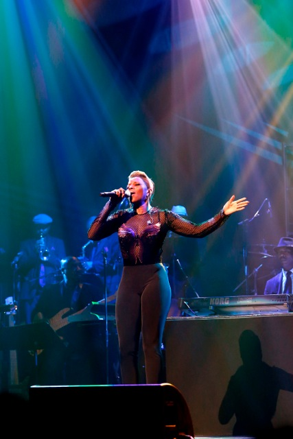 Mary J. Blige pays tribute to Chaka Khan