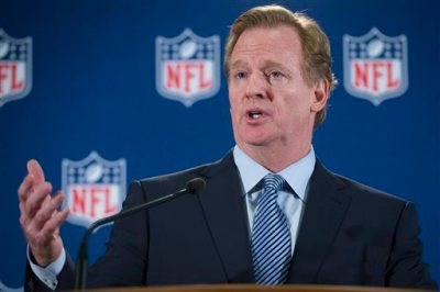 NFL football commissioner Roger Goodell speaks during a news conference following a meeting of NFL owners and executives in New York, Wednesday, Oct. 8, 2014. The meetings were held to help the NFL develop and carry out a domestic violence educational program. (AP Photo/John Minchillo)