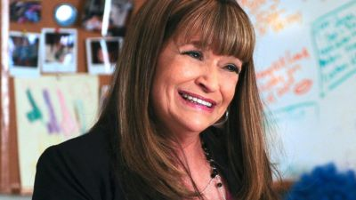 """This photo provided by NBC Universal shows Jan Hooks as Verna in season 4 of the television series, """"30 Rock."""" Hooks, the former """"Saturday Night Live"""" cast member has died. She was 57. Hooks died Thursday, Oct. 9, 2014 according to her agent Lisa Lieberman. (AP Photo/NBCU Photo Bank, Ali Goldstein)"""