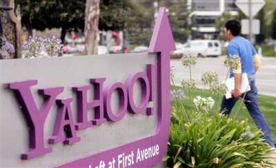 A worker walks into Yahoo headquarters in Sunnyvale, Calif., in this July 29, 2009 file photo. Yahoo will supplant Google's search engine on Firefox's Web browser in the U.S., signaling Yahoo's resolve to regain some of the ground that it has lost in the most lucrative part of the Internet's ad market. The five-year alliance was announced Wednesday Nov. 19, 2014.  (AP Photo/Paul Sakuima, File)