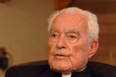 The Rev. Theodore Hesburgh, C.S.C, president emeritus of the University of Notre Dame, talks about his experiences over 90 years of life at his desk in the Hesburgh Library on the campus of the University of Notre Dame in South Bend, Ind., in this Sept. 24, 2007 file photo. The priest who transformed the University of Notre Dame into an academic power during his 35 years in charge while also serving as an adviser to popes and presidents died Thursday night Feb. 26, 2015 at age 97 according to University spokesman Paul Browne. (AP Photo/Joe Raymond, File)