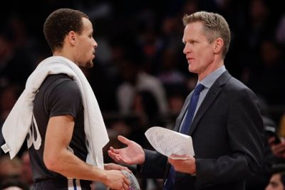 Golden State Warriors coach Steve Kerr, right, talks to Stephen Curry during the first half of an NBA basketball game against the New York Knicks on Saturday, Feb. 7, 2015, in New York. (AP Photo/Frank Franklin II)