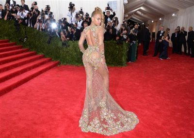 """Beyonce arrives at The Metropolitan Museum of Art's Costume Institute benefit gala celebrating """"China: Through the Looking Glass"""" on Monday, May 4, 2015, in New York. (Photo by Evan Agostini/Invision/AP)"""