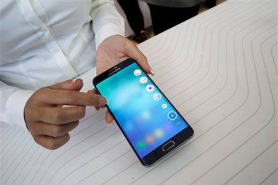 A product expert demonstrates the Samsung Galaxy S6 Edge Plus during a presentation, Thursday, Aug. 13, 2015, at Lincoln Center in New York. (AP Photo/Mary Altaffer)