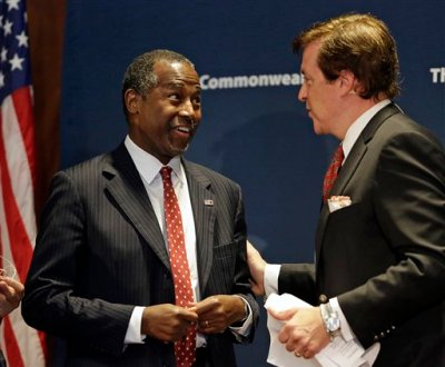 Republican presidential candidate retired neurosurgeon Ben Carson, center, talks with moderator Dan Ashley, right, after speaking to the Commonwealth Club public affairs forum Tuesday, Sept. 8, 2015, in San Francisco. (AP Photo/Eric Risberg)