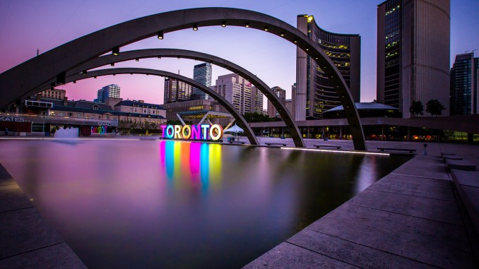 Travelers to Toronto can enjoy the finest restaurants, museums and tourists sights any time of the year.