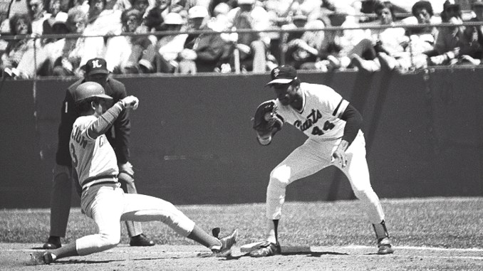 Willie McCovey attempts to tag Cincinnati Reds' shortstop Dave Concepcion out at first base (Photo: Sheldon Dunn/Wikimedia Commons)