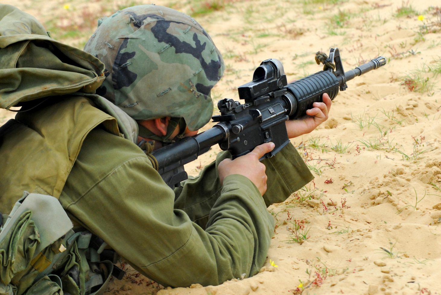 An IDF soldier using the Meprolight M21