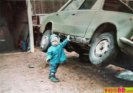 funny-pictures-strong-toddler-Ash