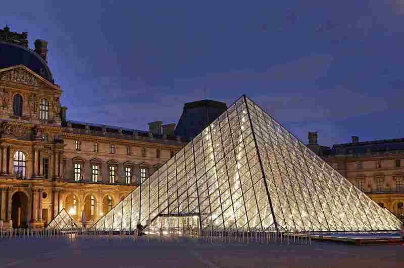 piramida museum louvre, paris, perancis