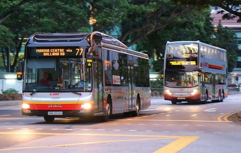 bus umum di singapura sedang beroperasi