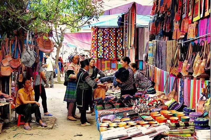 pasar tradisional di kota bac ha, vietnam