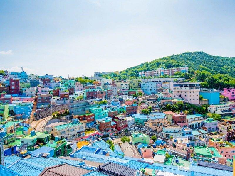 rumah warna-warni di bukit kota busan, korea selatan