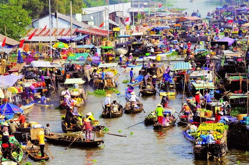 pasar terapung di can tho, vietnam