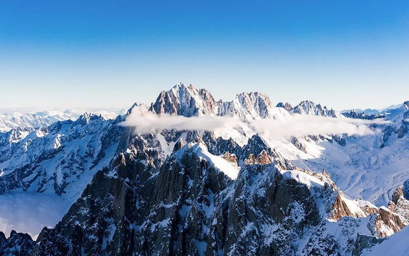 salju di puncak mont blanc, perancis