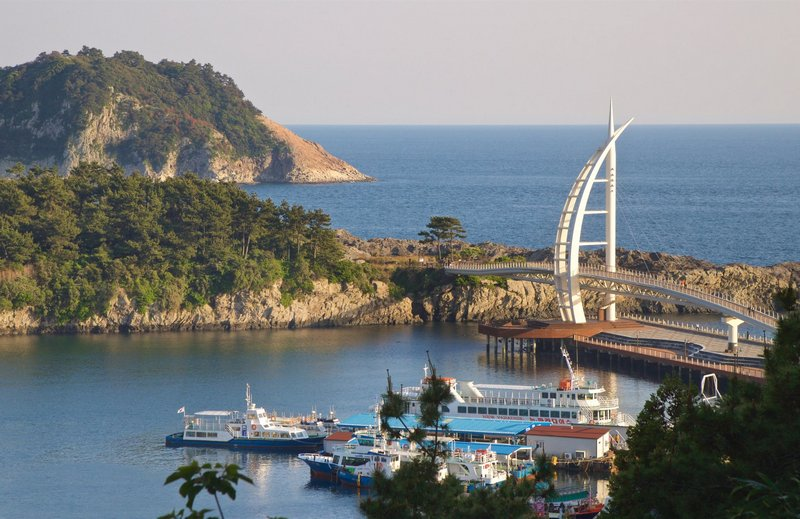 panorama pantai kota seogwipo, korea selatan