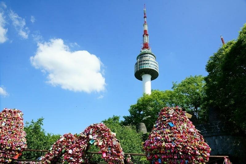 seoul tower dan gembok cinta, korea selatan