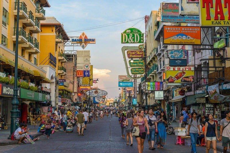 suasana di tourists khao san road, bangkok, thailand