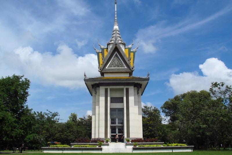 stupa peringatan di choeung ek, kamboja