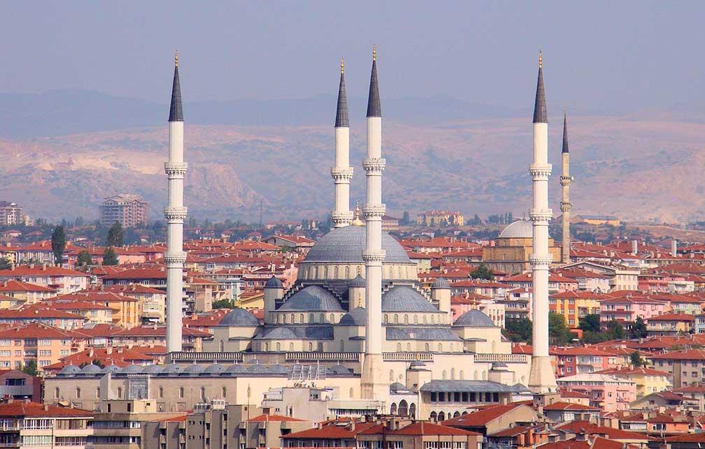 menara masjid di kota ankara, turki