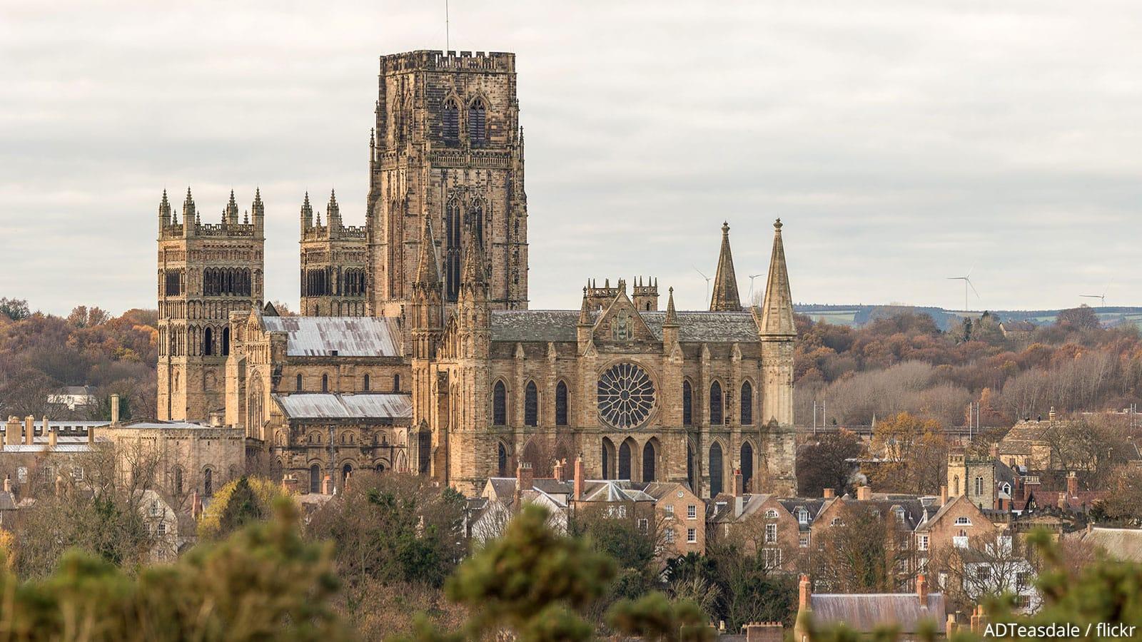 katedral gaya gothic di kota durham, inggris