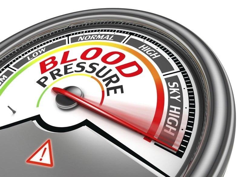 skala jarum menunjukkan tekanan darah tinggi