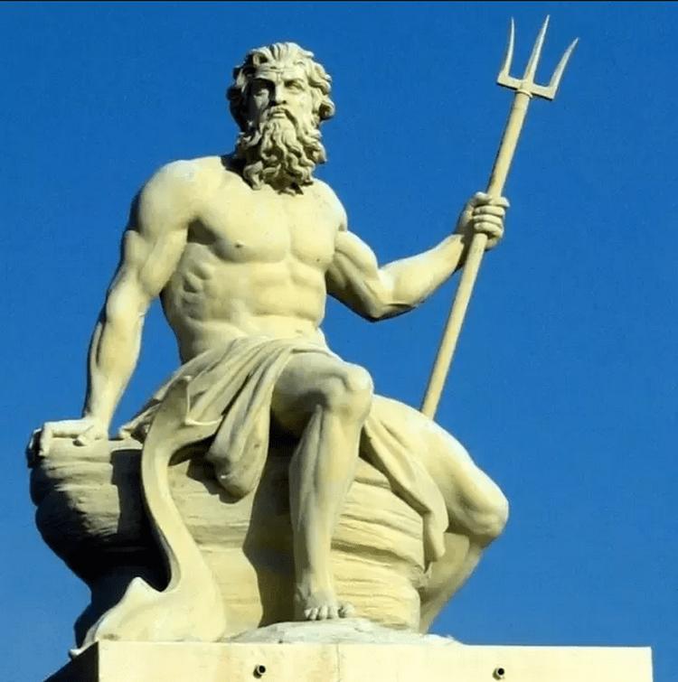 patung dewa laut poseidon