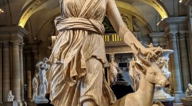 """Artemis, Dewi Perburuan, dikenal pula sebagai """"Diana dari Versailles"""""""