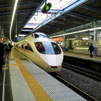 Tokyo Landing 5 (www.blairthomson.com)