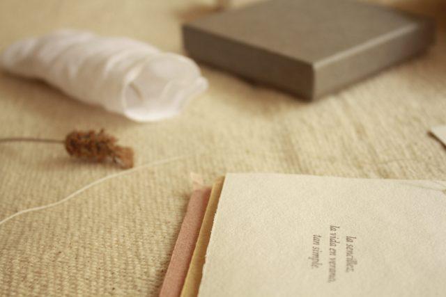 packaging-elegante-plantas-aromaticas-joyas-artesanales