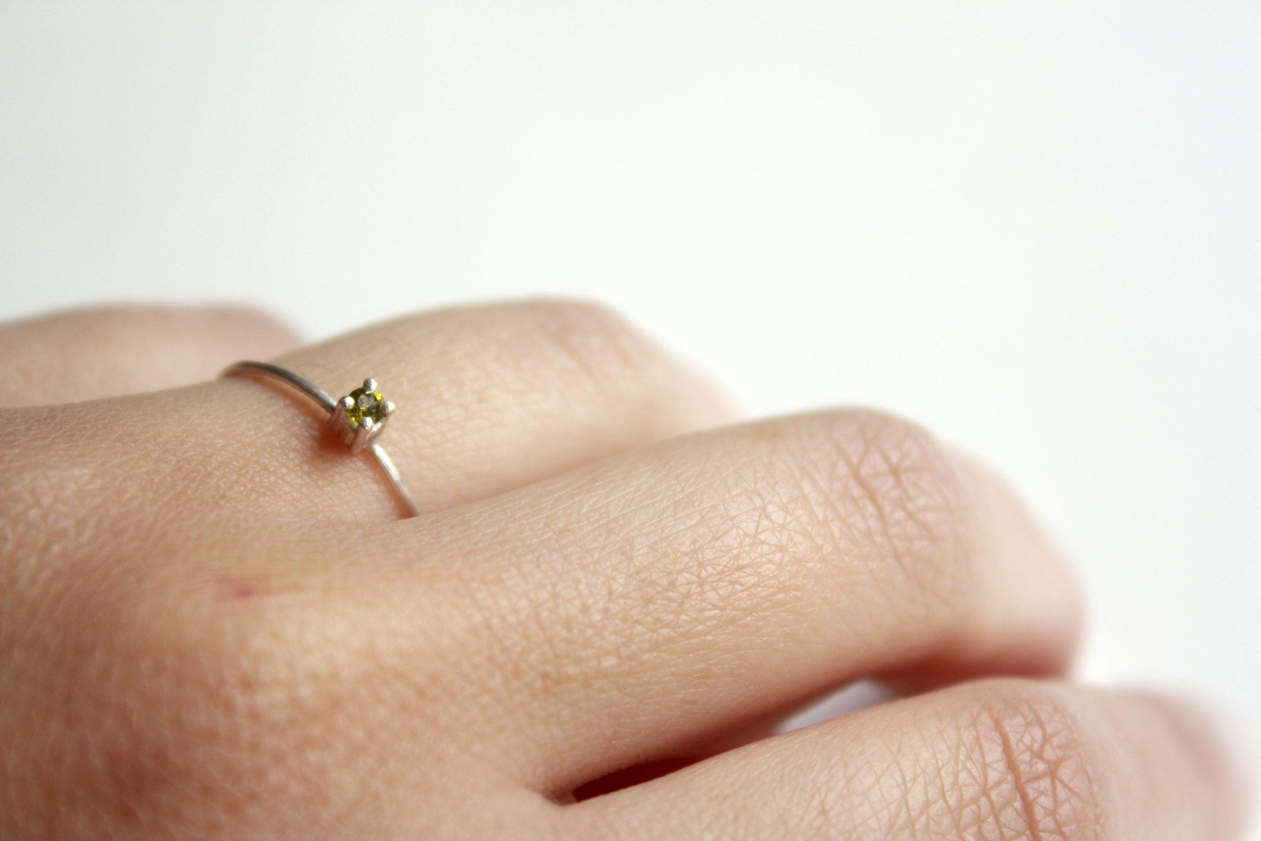 Anillo mini con piedra