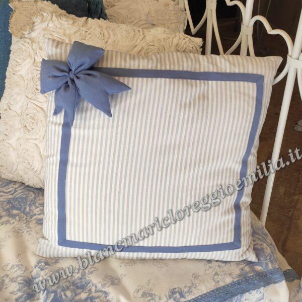 I cuscini sono perfetti per quelle sedie che magari hai scelto per il design insolito, ma che in realtà non sono molto comode. Cuscino Fiocco Blanc Mariclo Sapore Di Mare Collection Blanc Mariclo Reggio Emilia