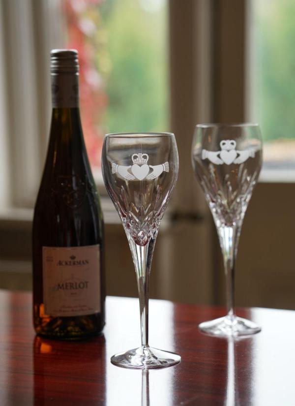 Galway Crystal Claddagh Wine Glasses Pair Blarney