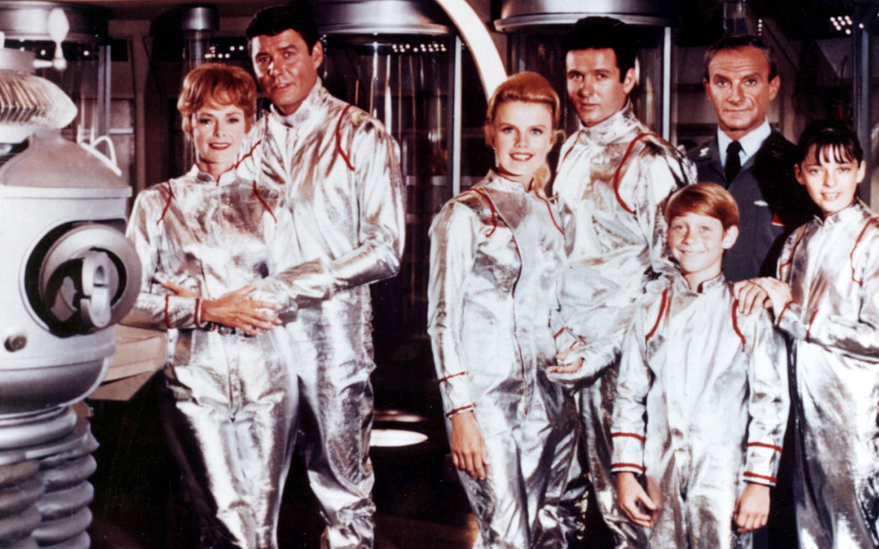 Lost In Space Cast Reunites 50 Years Later At Sdcc Talks