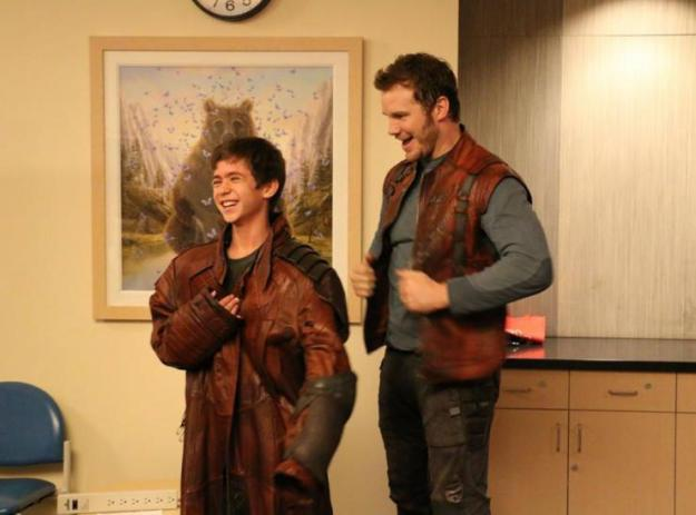 Chris Pratt visits chidlrens hospital as StarLord