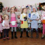 Das Kindertanzcorps in der Weihnachtsbäckerei