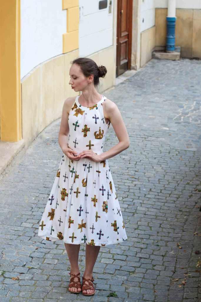 Burda Schnittmuster weißes Kleid mit amerikanischem Ausschnitt