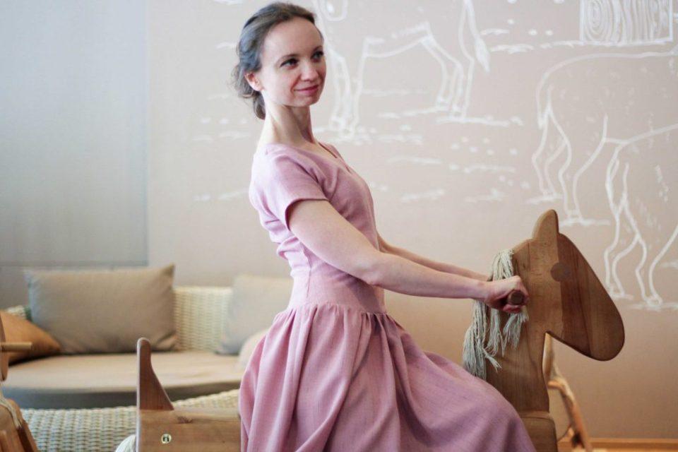 Rosa Vintage Kleid, Holzpferd, Original 50er Jahre Schnittmuster