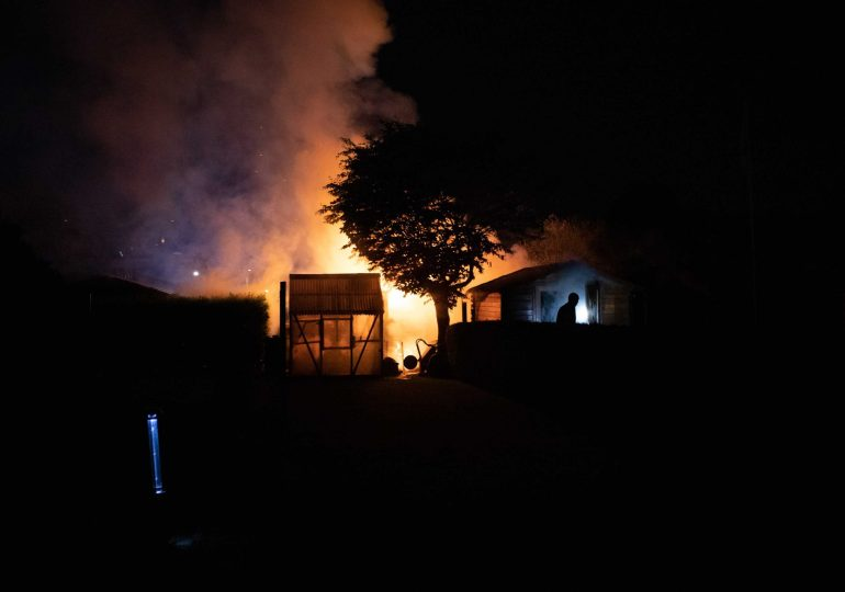 Feuer im Garten - Mehrere Schuppen in Flammen!