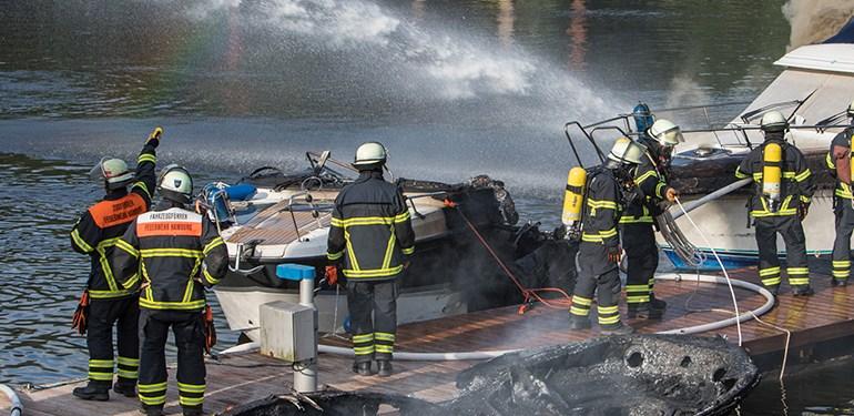 Drei Sportboote in Flammen!