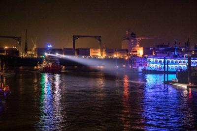 Rotes Seenotsignal über der Elbe gesichtet – Große Suchaktion startet