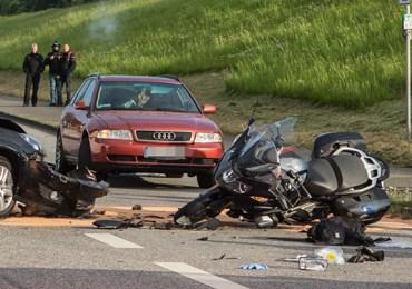 PKW erfasst Motorradfahrer! - Verkehrsunfall sorgt für Stau