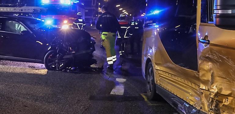 4 verletzte! - Mercedes kracht in MOIA-Fahrzeug