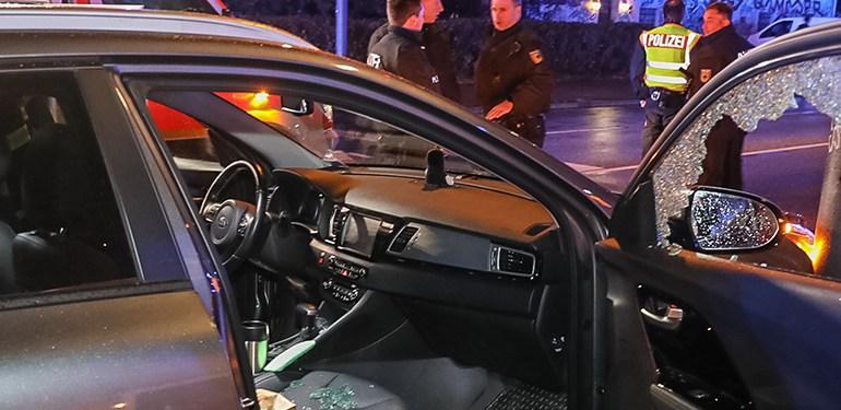 Ersthelfer schlägt Scheibe ein! - Autofahrer unter Reanimationsmaßnahmen ins Krankenhaus