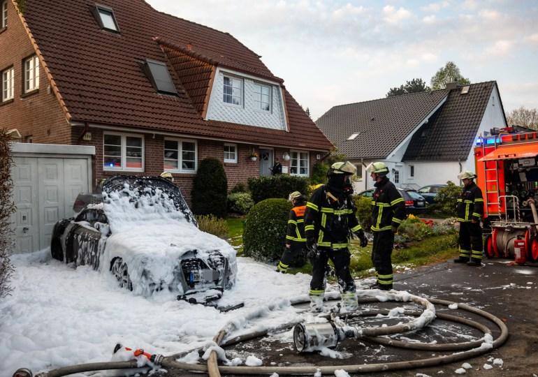 Hochwertiger Audi geht in Bramfeld in Flammen auf - Totalschaden