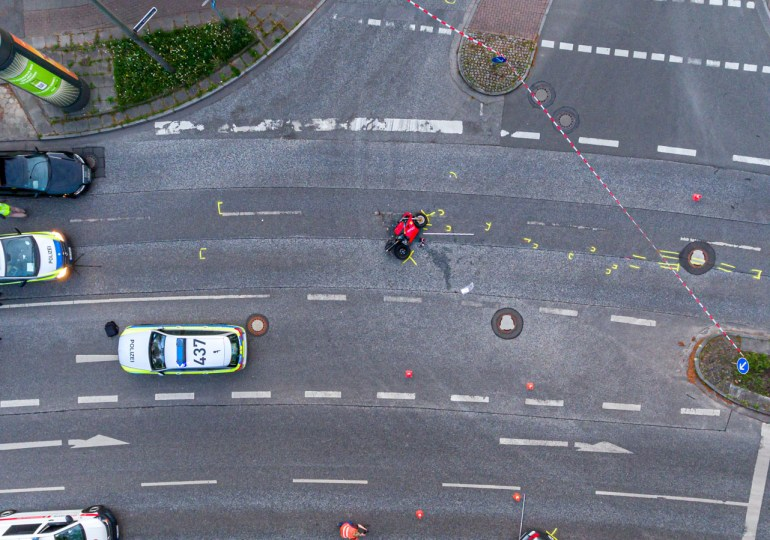 Verkehrsunfall mit lebensgefährlich verletztem Motorradfahrer in Hamburg-Sasel