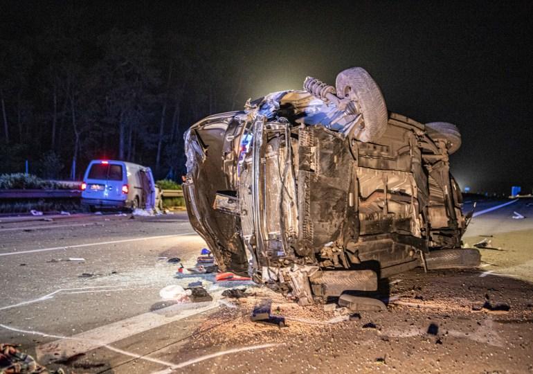 Tödlicher Verkehrsunfall auf der A7 - Selbst ein zufällig anwesender Arzt konnte nichts mehr tun.