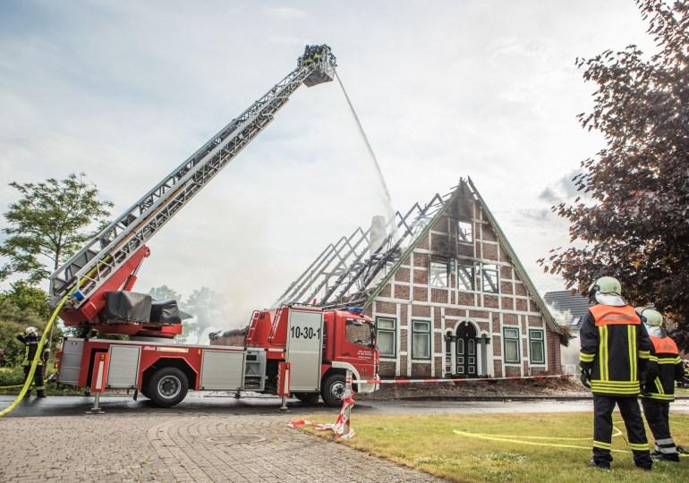 Blitzeinschlag! - Reetdachhaus komplett niedergebrannt - 500.000€ Sachschade!