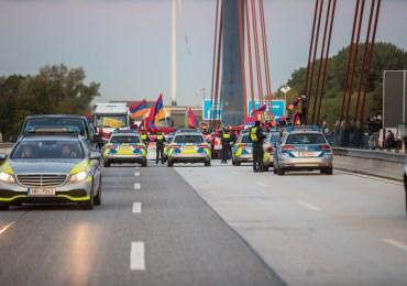 Polizeieinsatz anlässlich einer nicht angemeldeten Versammlung auf den Norderelbbrücken